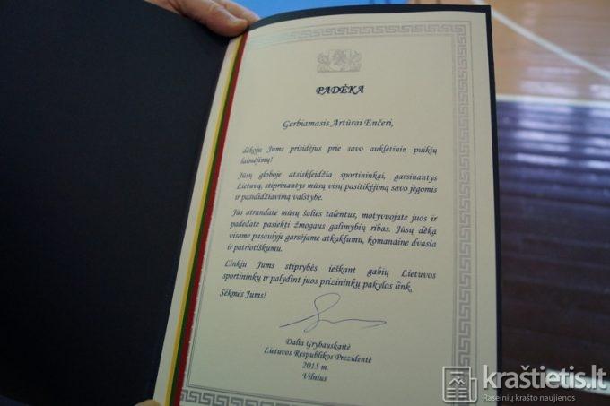 LR Seimo narys Edmundas Jonyla perdavė padėkos raštą nuo LR Prezidentės Dalios Grybauskaitės