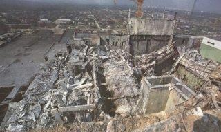Černobylio AE 4 blokas po sprogimo